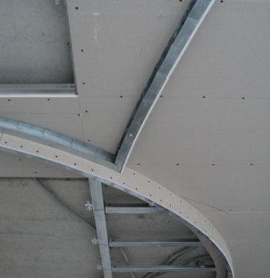 Каркас направляющего профиля двухуровнего потолка.