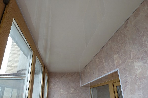 Проект 8. Отделка балкона ПВХ панелями под мрамор.